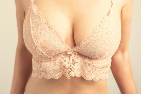育乳ブラ着用